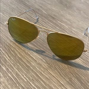 Large gold ray ban aviators